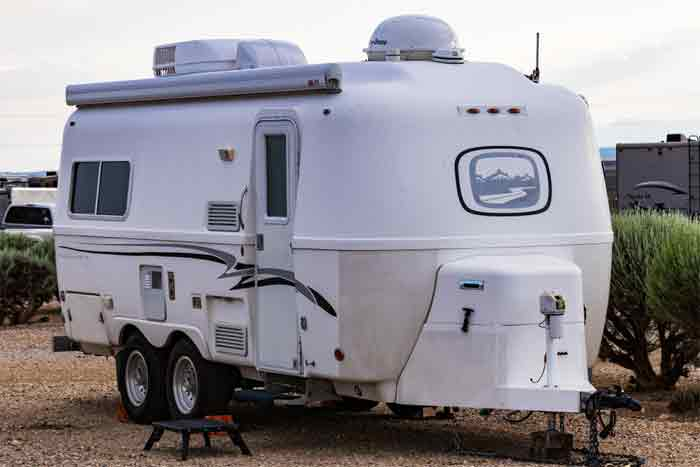 Important Steps to Painting a Fiberglass RV